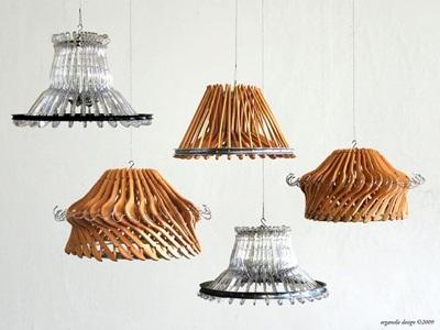 Chandelier/lampu gantung hias terbuat dari hanger baju