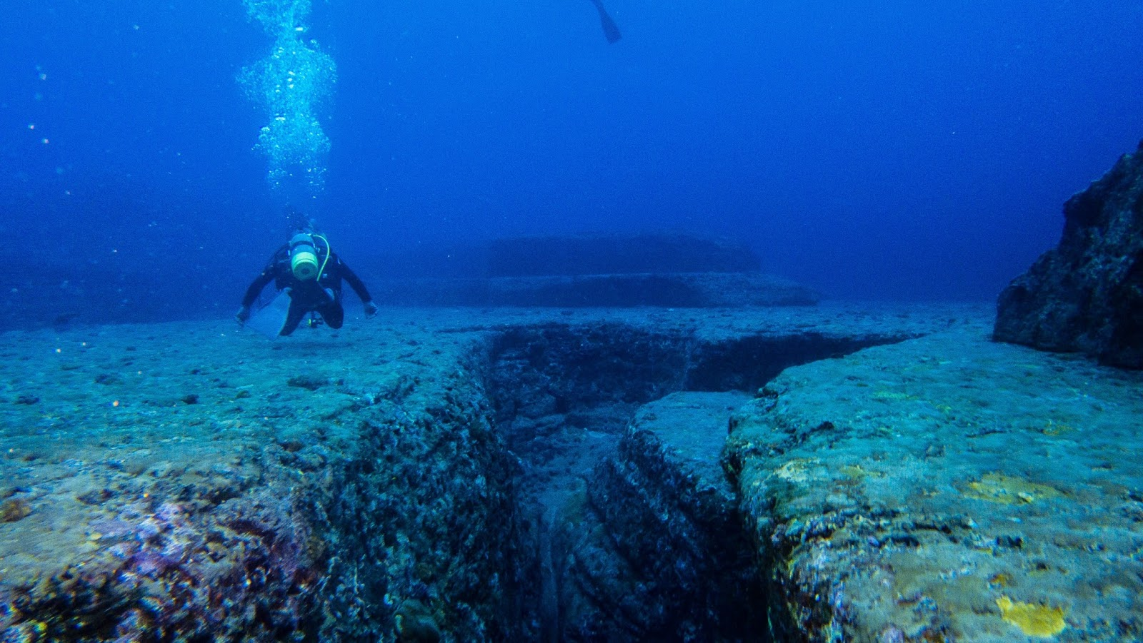 沖繩-沖繩潛水-沖繩浮潛-與那國島-海底遺跡-推薦-潛點-Okinawa-scuba-diving-snorkeling