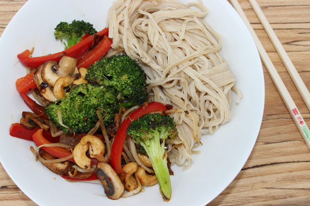 broccoli red pepper and cashew stir fry