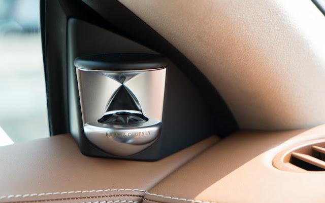 Mercedes CLS 500 4MATIC sử dụng Hệ thông âm thanh vòm Bang và Olufsen BeoSound