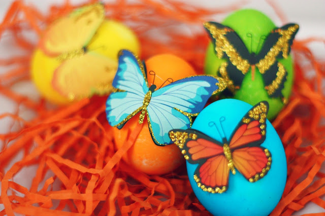 8 Easter Egg Decorating Ideas + a tutorial featured by Top US Craft Blog + The Pretty Life Girls: Butterfly Sticker Easter Eggs
