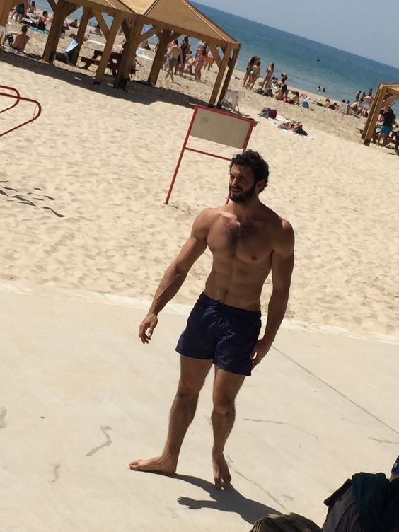 hot-daddy-walks-beach-shirtless