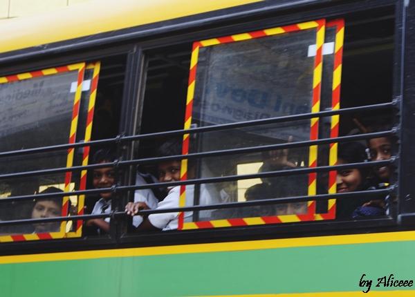 autobuz-copii-indieni