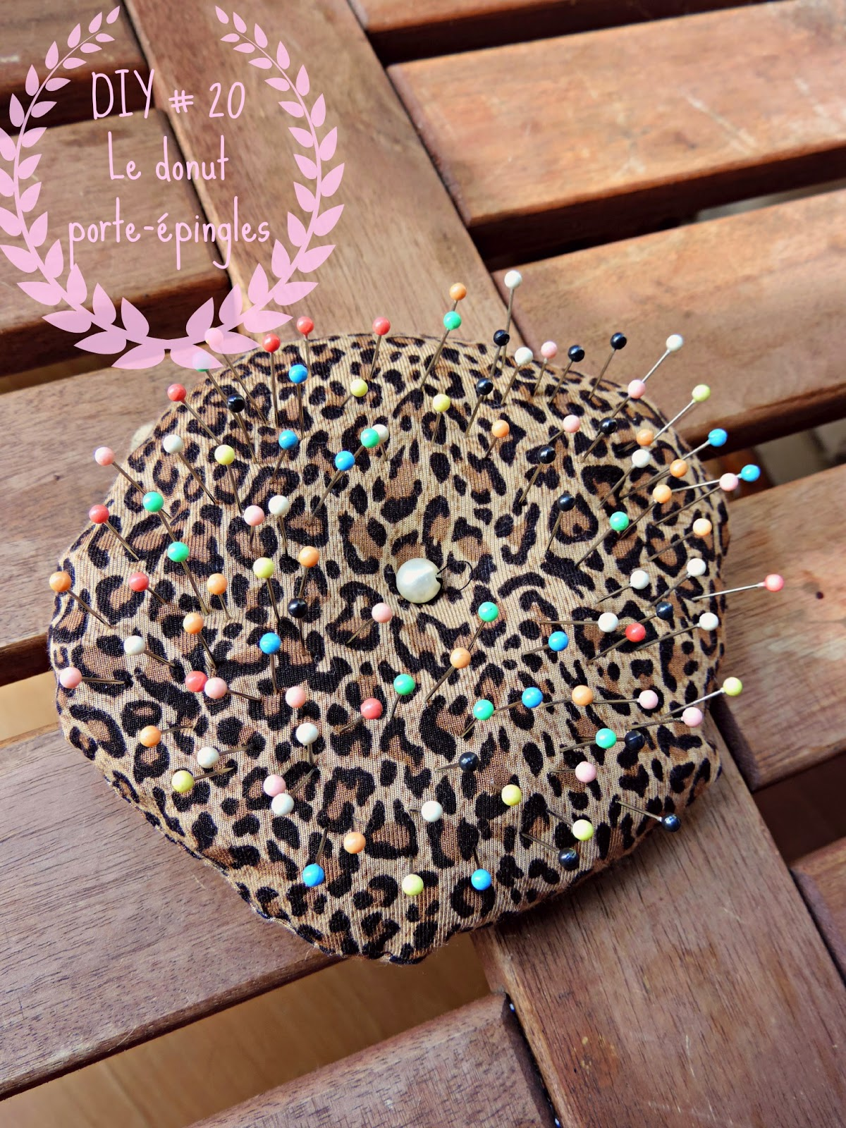 http://mynameisgeorges.blogspot.com/2014/09/diy-20-le-donut-porte-epingles.html