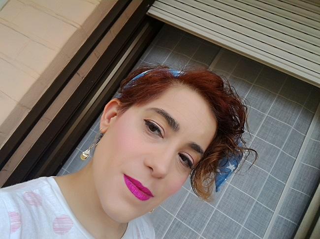 Maquillaje con la colección Cubanita de Essence y labios fuxias
