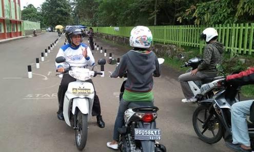 Pengalaman Membuat SIM C Murni cara proses mengurus dan pembuatan surat izin mengemudi motor persyaratan urutan tes administrasi tulis praktek biaya lulus