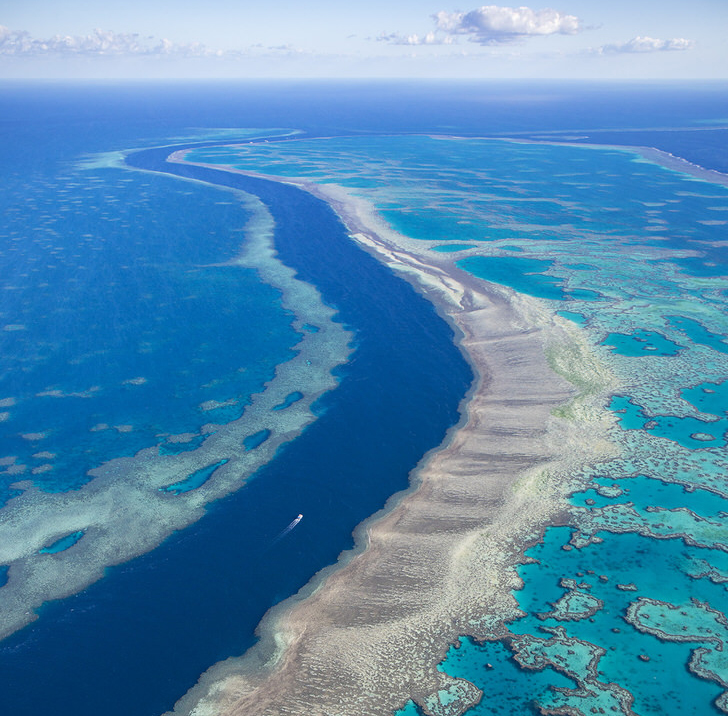 The 10 Most Amazing Watery Wonders Around The World - Great Barrier Reef (Australia)