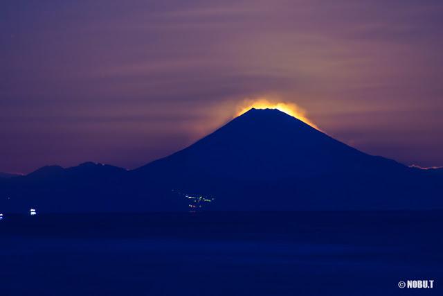 月の残照と富士山~北条海岸(千葉県館山市)