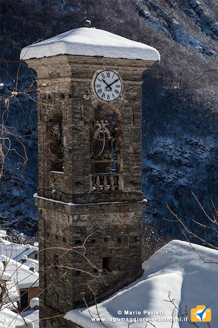 La chiesa di Biegno con la neve