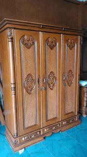 Contoh lemari kayu minimalis