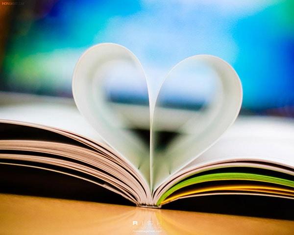 كتاب على شكل قلب