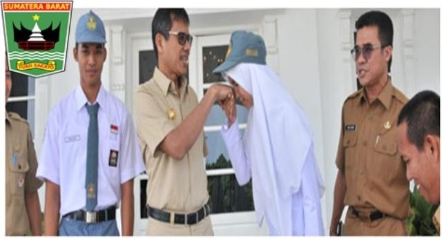 Gubernur  Iwan Prayitno Lepas Perwakilan Sumbar Menuju Paskibraka Nasional