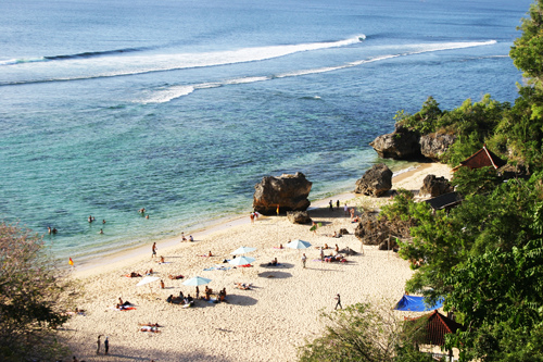 Padang-padang beach is located on the street Labuan sait Pecatu village, very close to the famous Uluwatu temple with views of the sunset.