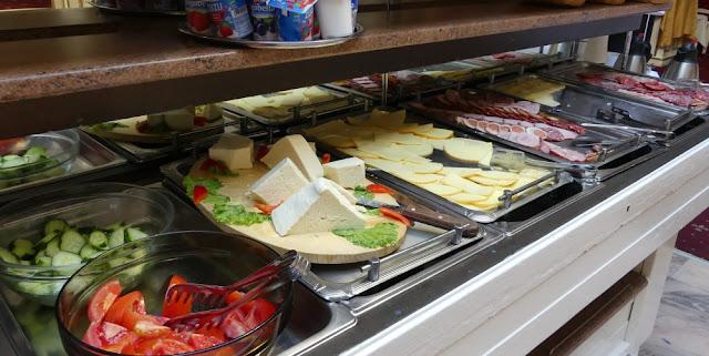 Frühstücksbuffet im Hotel Imparatul Romanilor Römischer Kaiser, Sibiu