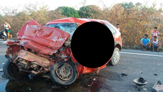 Após ziguezaguear na rodovia, automóvel colide contra carreta e condutor morre no Maranhão