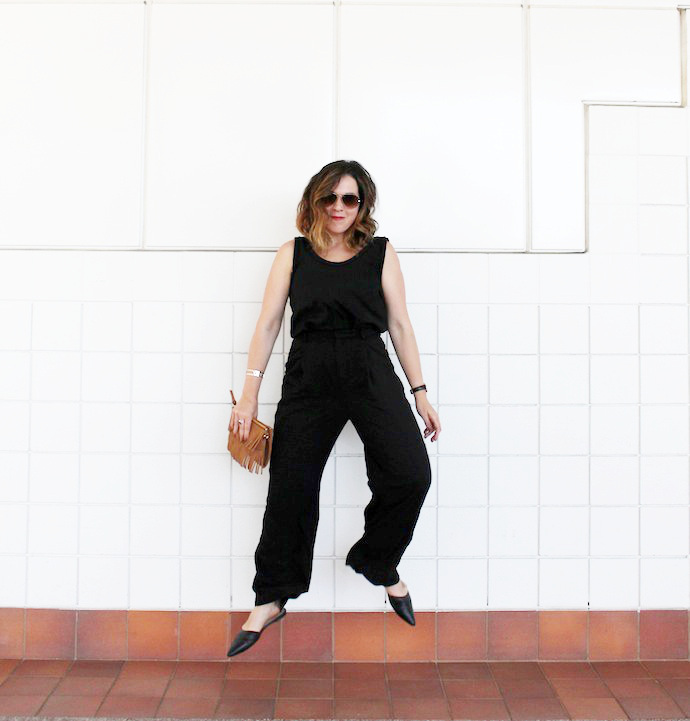 Wide leg pants outfit idea all black summer Vancouver blogger