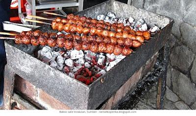 tentu tidak lepas dari yang namanya masakan Bakso Malang Tempat Wisata Malang Jawa Timur terfavorit dan terbaru untuk keluarga:  7 Lokasi Kuliner Bakso Paling Enak dan Murah di Malang