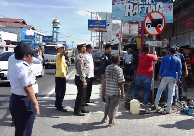 Simpang Lubuk Alung – Balah Hilir Dipasangi Rambu Verboden bagi Truk Pengangkut Sirtukil