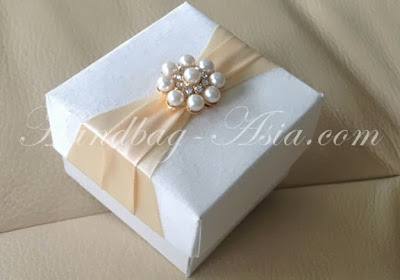 http://handbag-asia.com/Silk-Favor-Box-Manufacturer.htm