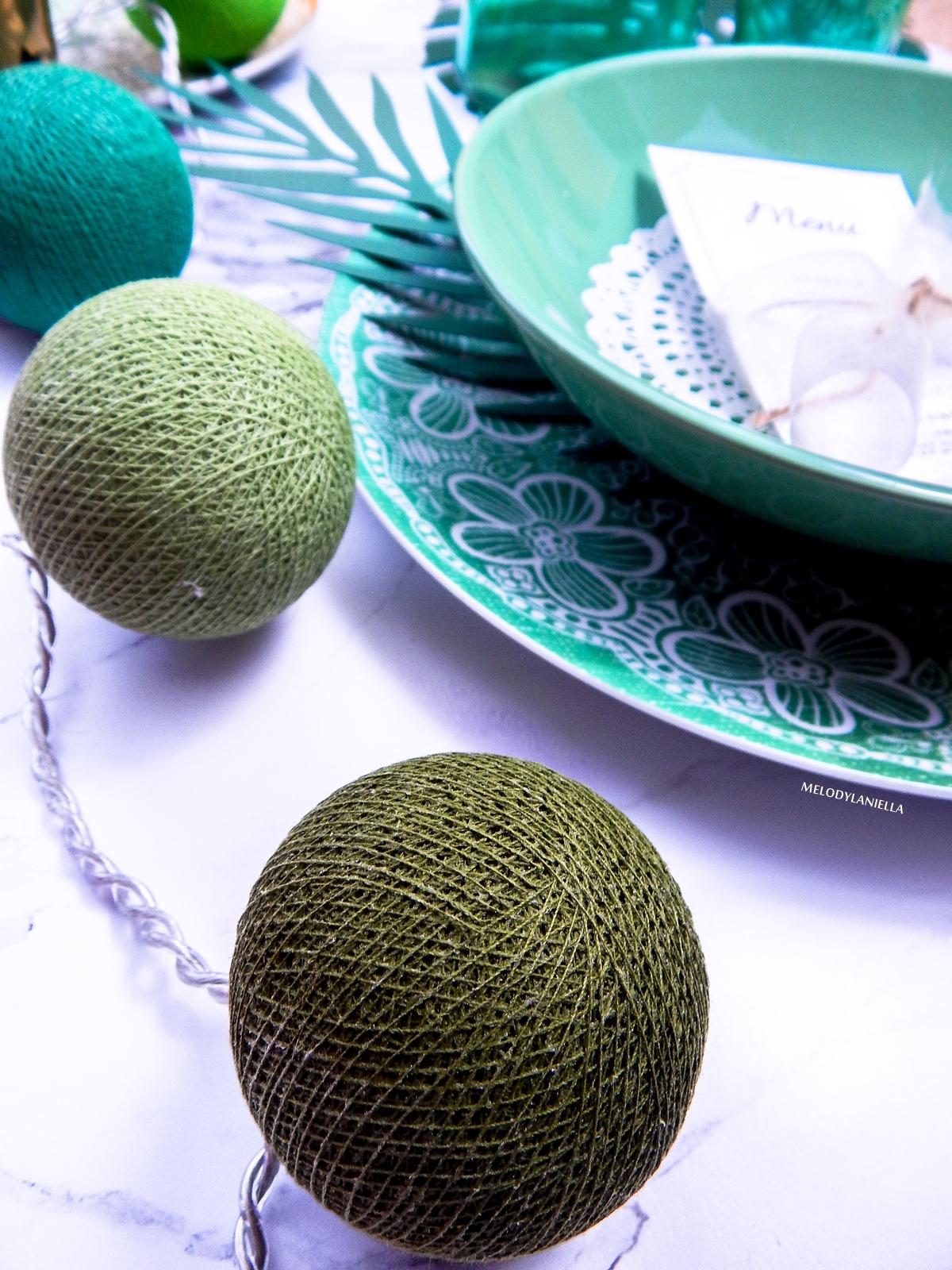 3 zielone cottonballs zielona zastawa stolowa we wzory marmurowy stół jak udekorować stół z okazji partybox dodatki do wnętrz i mieszkań ciekawe stylizacje stołów na święta wesele party urodziny imprezy