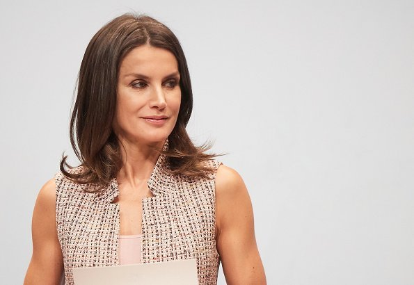 Queen Letizia wore Zara waistcoat with inverted lapel collar. La Caixa Scholarships presentation. La Caixa foundation