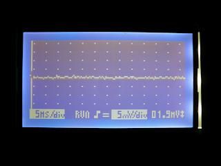 Nova medição da diferenca de tensão entre as saídas dos integrados, após a modificação. A oscilação foi eliminada.