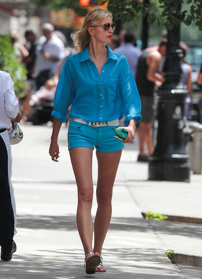 Supermodel Karolina Kurkova dressed in blue hot pants