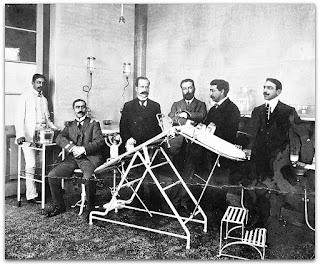 Primeiro Grupo de Médicos em Sala de Cirurgia, em 1908. Museu Gama d' Eça, Santa Maria (RS)