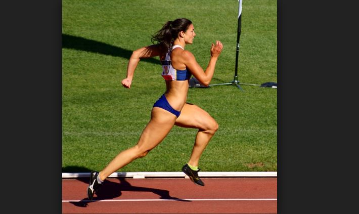 Michelle Jenneke running