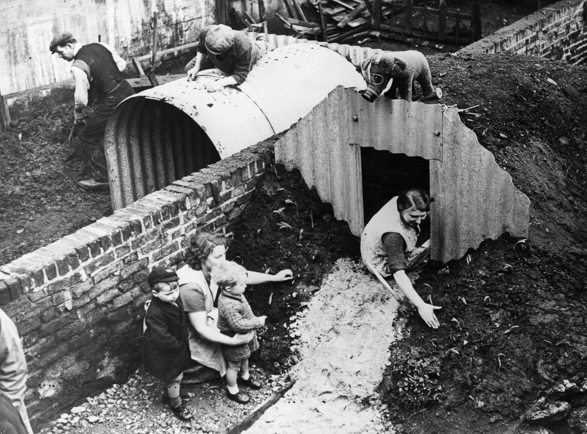 Backyard Bunkers of the Blitz: Pictures of How London ...