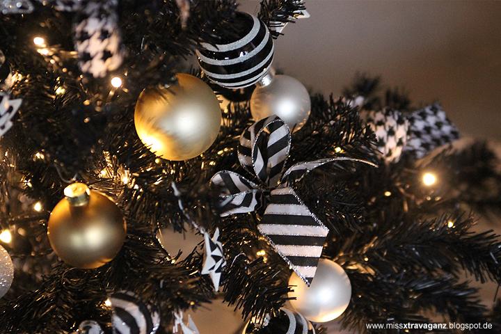 miss von xtravaganz interior der weihnachtsbaum in schwarz wei gold. Black Bedroom Furniture Sets. Home Design Ideas