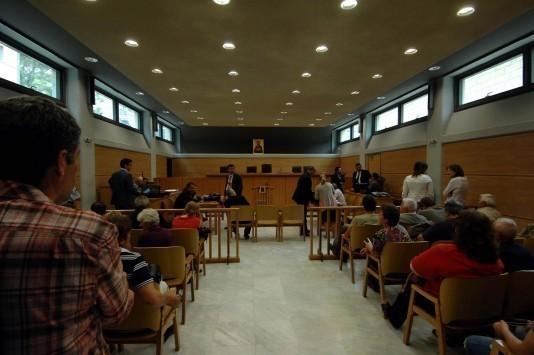 Βόλος: Τα ψίχουλα της νοικοκυράς έφεραν τον άγριο ξυλοδαρμό του συζύγου της – Απίστευτη υπόθεση στα δικαστήρια!