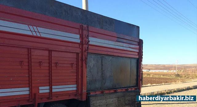 DİYARBAKIR-Diyarbakır'ın Bismil ilçesinde bir kamyonun kasasına yerleştirilen özel bölmede yaklaşık 25 ton ham petrol ele geçirildi.