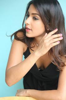 Latha Hegde Stills in Black Dress at Tuntari Movie Interview ~ Celebs Next