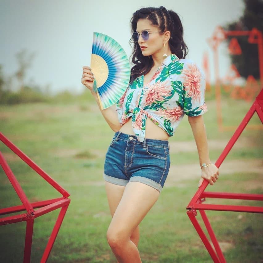 Sunny Leone Yoga Photos #mtvsplitsvilla