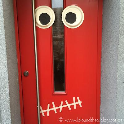 Augen und Mund auf Haustür