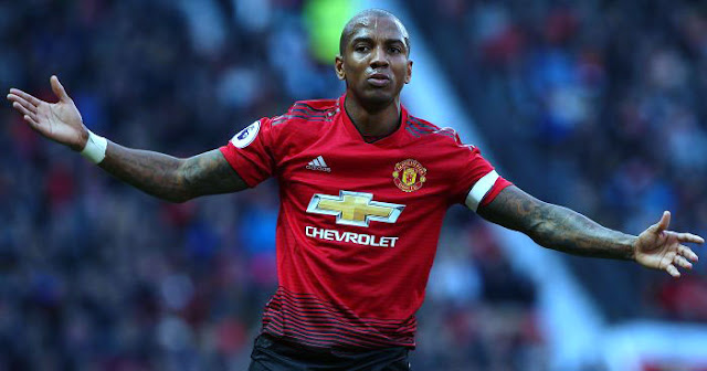 Ashley Young Optimis MU Bisa Balikkan Keadaan di Markas PSG