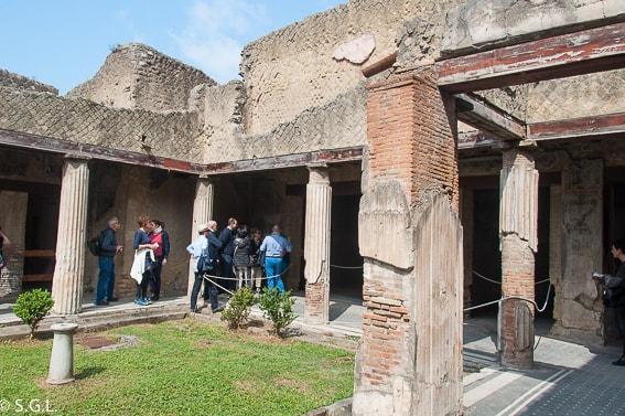 Peristilo de la casa de la columnata Toscana en Herculano