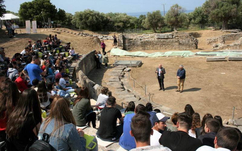 Μαθητές της Ροδόπης γνώρισαν το αρχαίο θέατρο Μαρώνειας