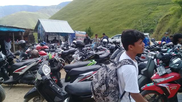 """Libur Imlek, Objek Wisata Bukit Holbung Kabupaten Samosir """"Nan Eksotis"""" Ramai Dikunjungi Wisatawan"""