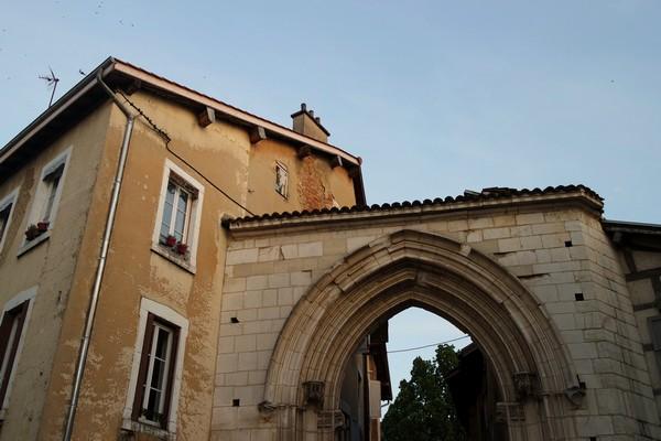 bourg-en-bresse visite nocturne théâtralisée porte jacobins