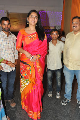 Anushka-shetty-in-shyam-reddys-daughter-wedding-photo