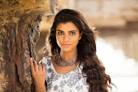 Actress Aishwarya Rajesh Glamorous Photo HeyAndhra