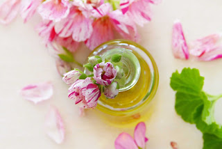 benefits-of-geranium-oil