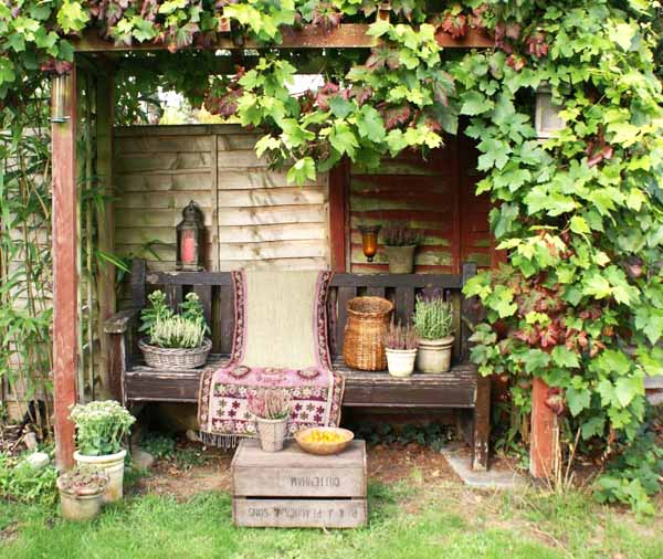 How To Recycle: Garden Decorations Of Recycled Old Chairs