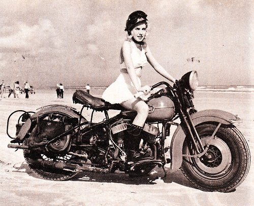 Motoblogn vintage girls on motorcycles pin up gallery - Old school harley davidson wallpaper ...