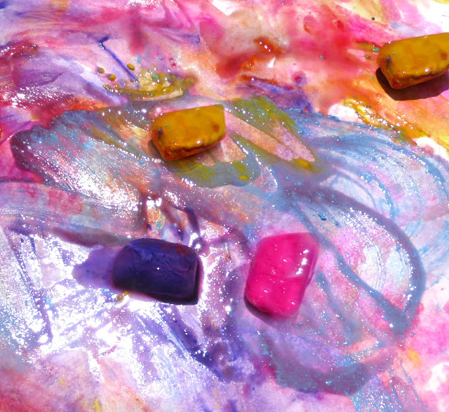 Chill the kids out this summer with this easy paint recipe great for arts, crafts, and sensory fun! #icepainting #icepaint #howtomakeicepaint #paintingideas #iceart #iceartforkids #iceactivitiesforkids #iceactivities #growingajeweledrose