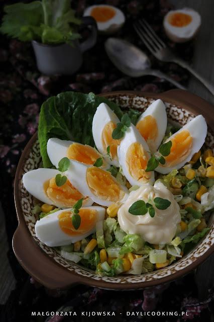 wielkanocne przepisy, sałatka na Wielkanoc, sałatka z jajkami, co na Wielkanoc, przepisy na jajka wielkanocne, prosta sałatka, daylicooking
