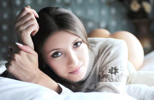 Девушки потеряли трусики на www.eroticaxxx.ru фото девушек без трусов! Нет трусов под юбкой и под платьем трусов тоже нет 18+