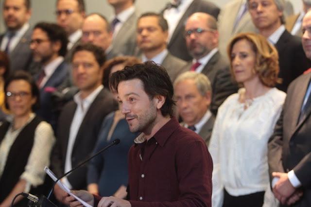 Diego Luna alza la voz para combatir la corrupción en México.
